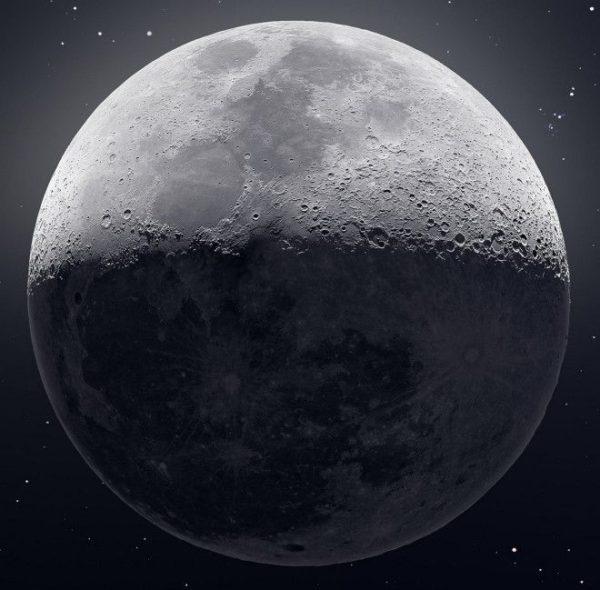 Суперснимок Луны на основе 5…