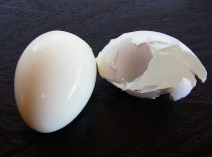 Варим яйца, которые можно почистить за пару секунд