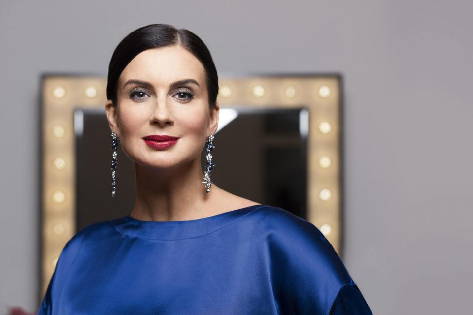 50-летняя Екатерина Стриженова решила стать «девочкой» и облачилась в молодежный наряд