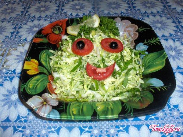 Простой рецепт салата из савойской капусты.