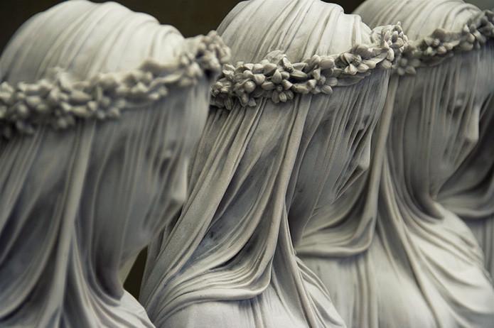 Элементы этой каменной скульптуры похожи на ткань. Удивительная работа Рафаэля Монти под названием «Мраморная вуаль». в мире, скульптура