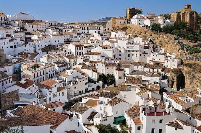 Испанский город в скале