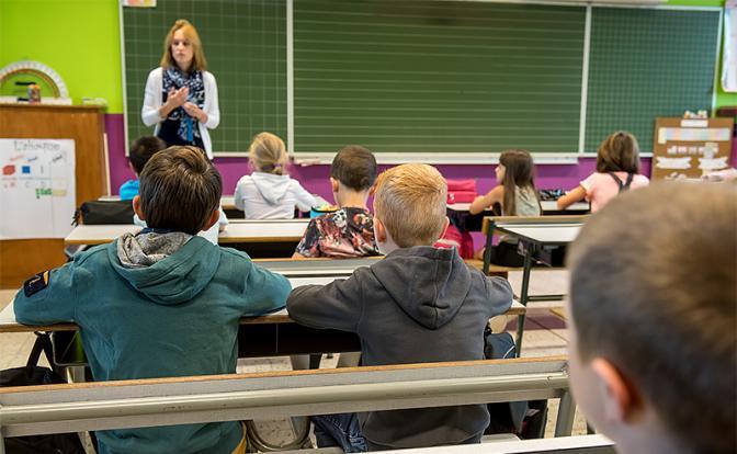 Учителей вынудили раздеться, чтобы доказать, что они тоже люди