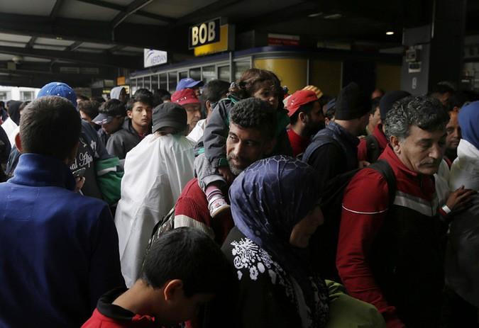 В Европу вторглись 20 тысяч боевиков ИГИЛ под видом беженцев