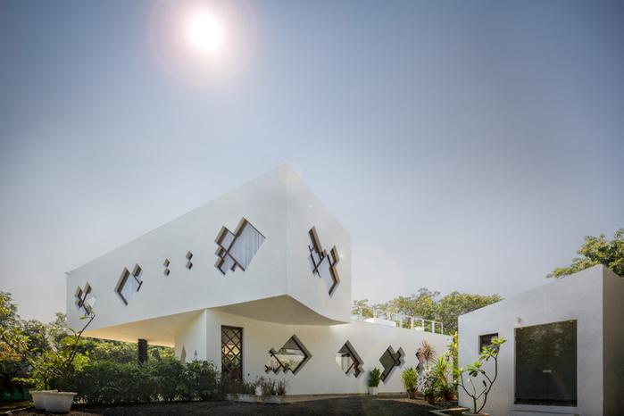 Стильный белоснежный дом в пригороде Мумбая