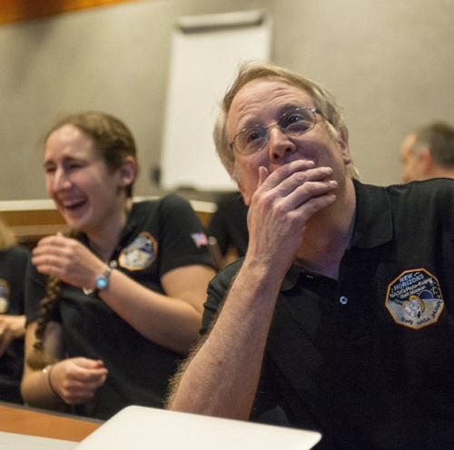 Перевернутое фото Плутона почему-то веселит