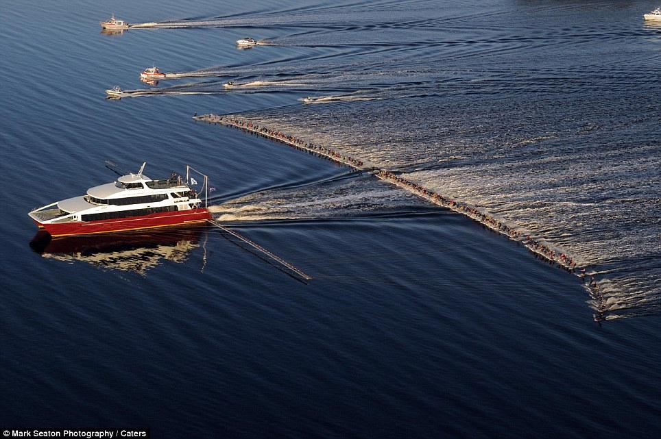 140 Новый мировой рекорд   один катер, 145 воднолыжников