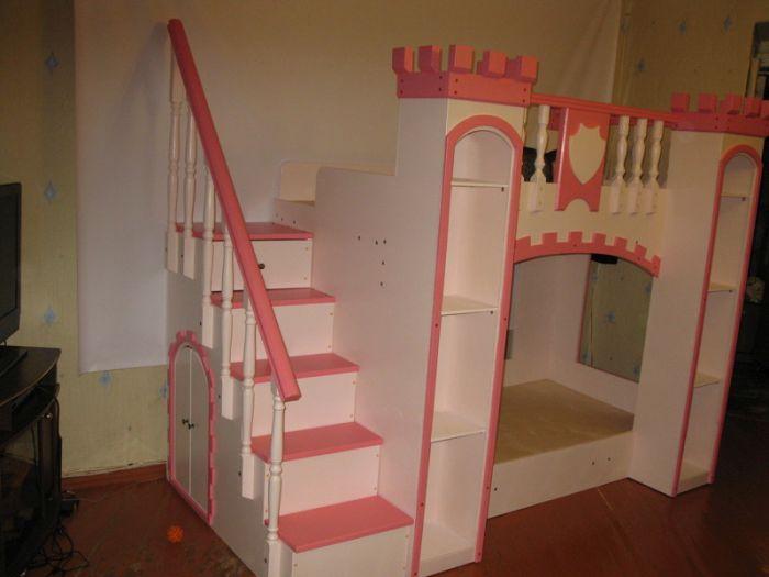 Самодельная кроватка-замок для любимой дочери