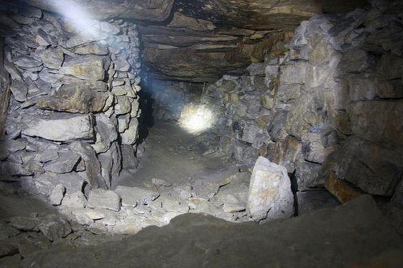 На берегу Байкала нашли пещеру, где не ступала нога человека