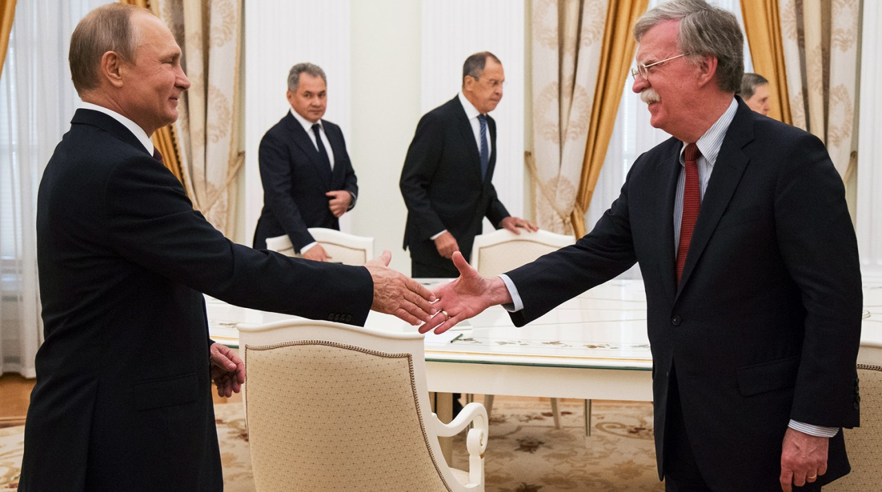 «Ваш орлан уже все оливки склевал?»: Путин пошутил про герб США на встрече с помощником Трампа