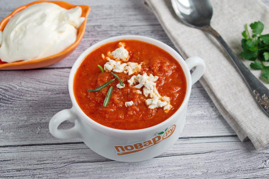 Томатный суп с рассольным сыром