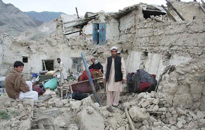 Число жертв землетрясения в Азии продолжает увеличиваться