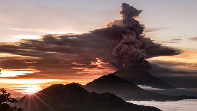 upload-2017-11-26T061042Z_1079467998_RC160E51BD50_RTRMADP_3_INDONESIA-VOLCANO-pic905-895x505-13044