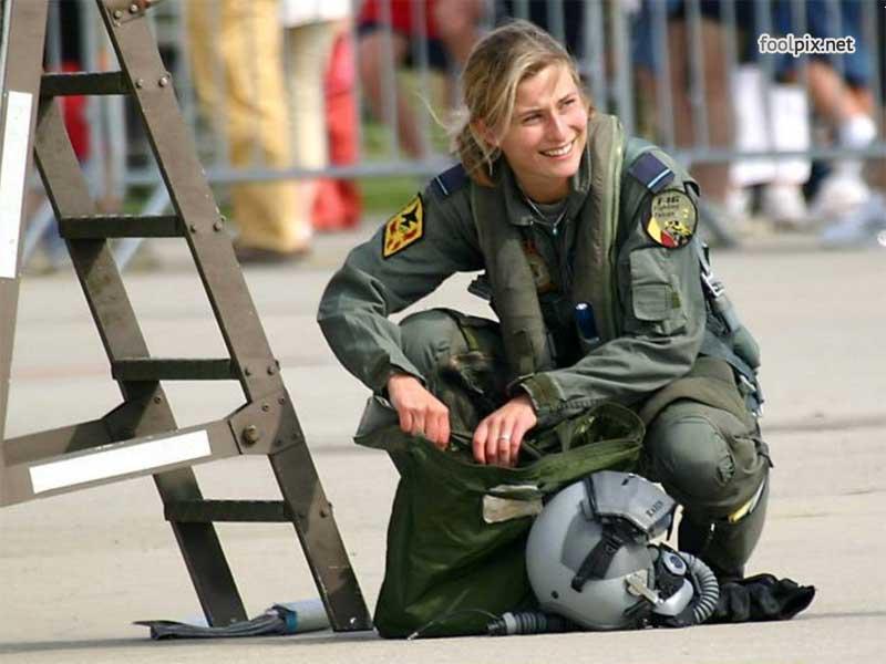 Девушки на службе в армии фото 15