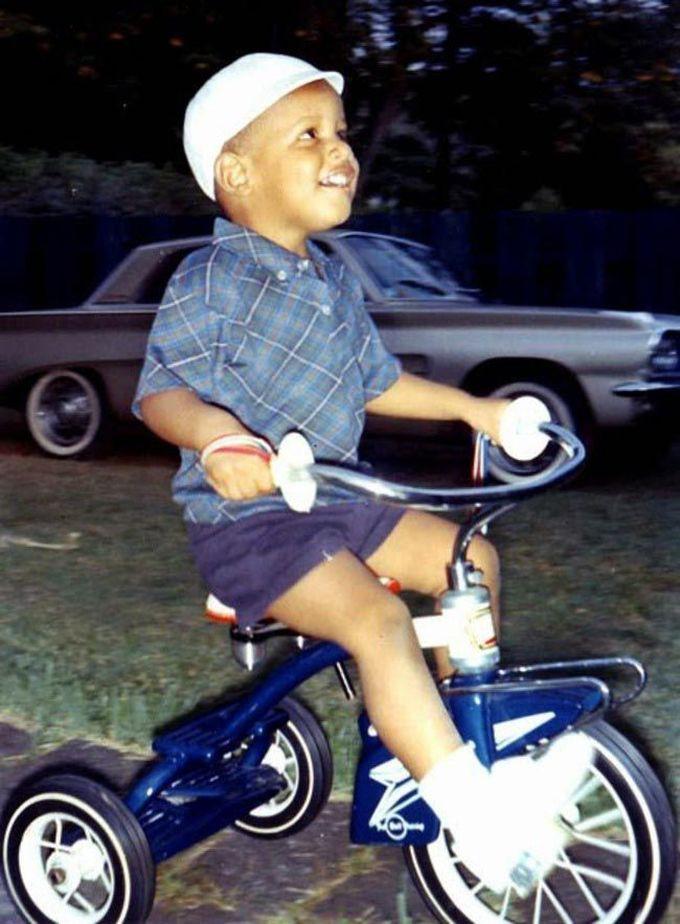 4-летний Барак Обама на трехколесном велосипеде, 1965 дети, известность, история, фото
