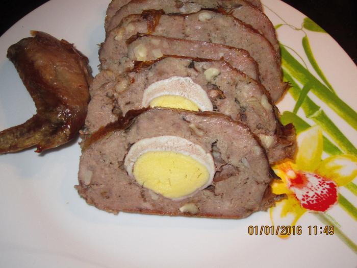 Галантин  фаршированный перцами и грибами.Галантин фаршированный яйцом