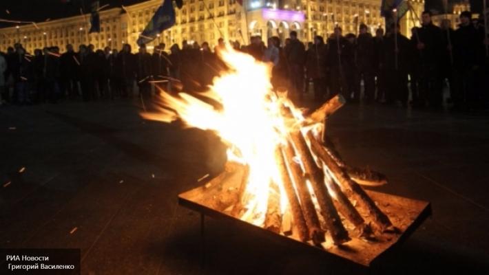 Три тысячи националистов пришли на факельное шествие в Киеве