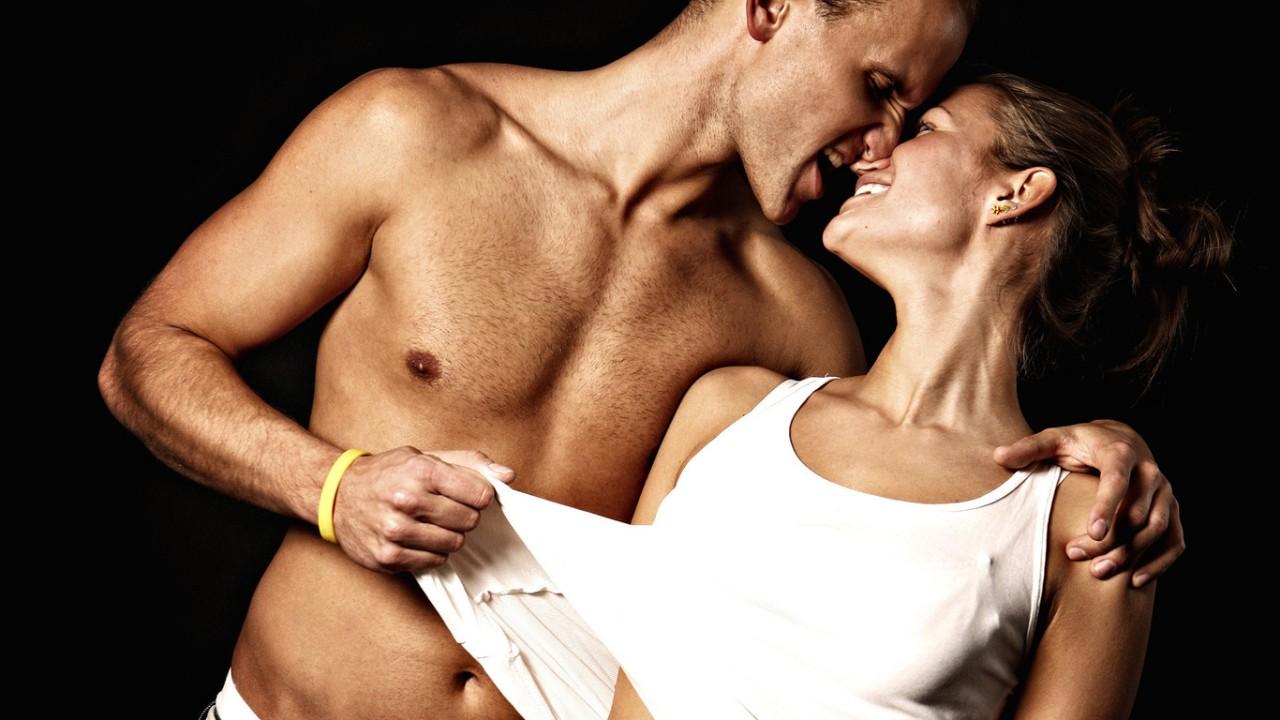 12 неожиданных вещей, которые женщины делают перед сексом