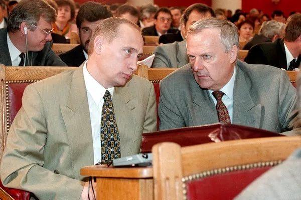 А вы говорите — Путин чемодан носил... Путин и Собчак в 1992 году