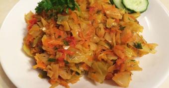 Полезные блюда из простых продуктов: капуста тушеная с рисом – вкусно и полезно!