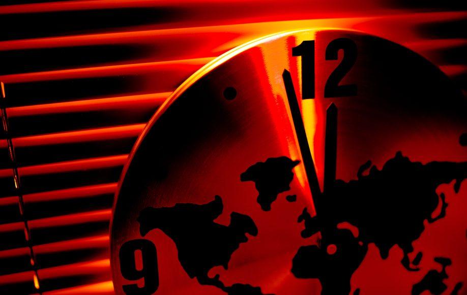 Часы Судного дня снова показывают 23:58