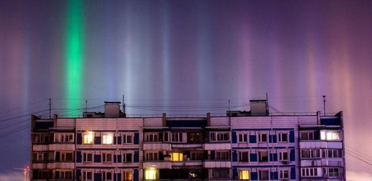 В Рождество над Москвой появились столбы света