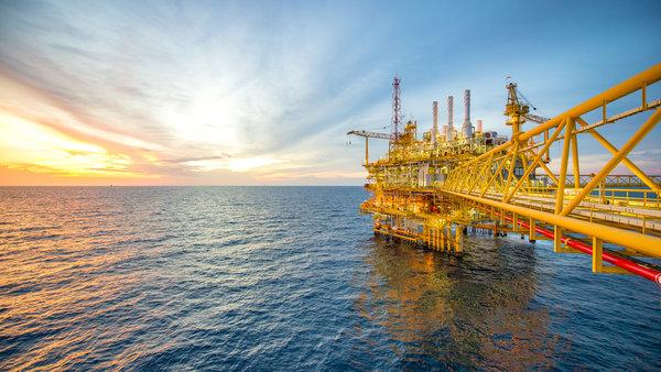 Почему цены на нефть начали …
