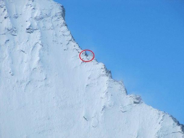 Видите эту крошечную точку в горах? Кажется, ничего особенного. Но если присмотреться…