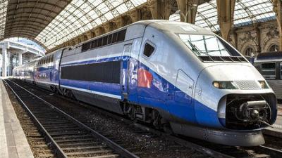 В крушении поезда во Франции, где погибли 11 человек, виновен машинист