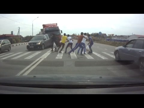 Подборка страшных аварий с пешеходами / Car crash compilation 18+