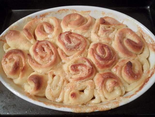 Осиное гнездо - венгерские булочки, печёные в молоке.