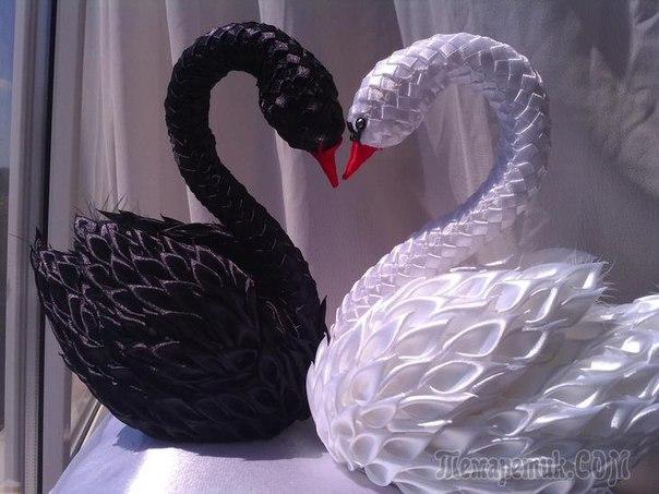 Лебеди из атласных лент