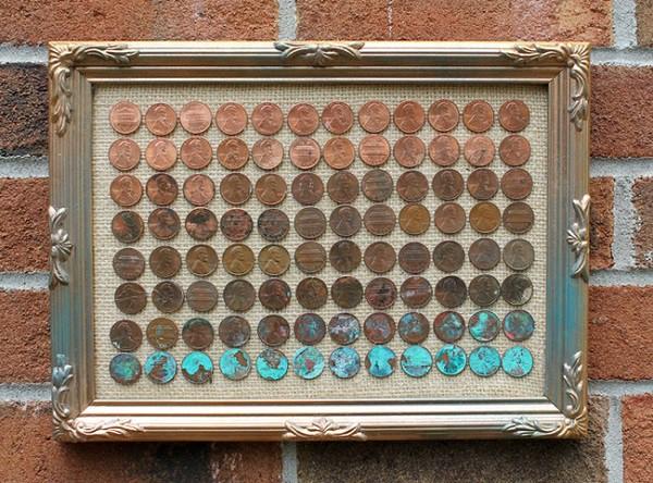Картина, выложенная монетами. Немного красок, оригинальная рамка, холст — что еще нужно для произведения современного искусства? Можно сделать такой подарок для друга и заверить его, что материальное благополучие ему гарантировано. Хорошая идея! дизайн, креатив, монета, украшение