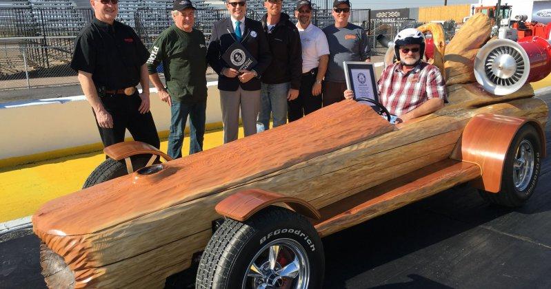 В Канаде автомобиль из бревна установил рекорд скорости