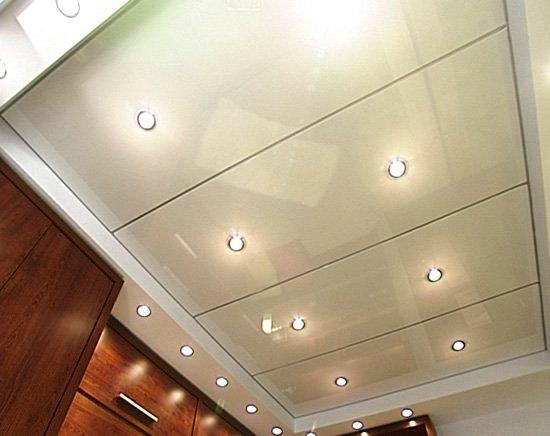 Как сделать панели на потолок на кухне со спотами
