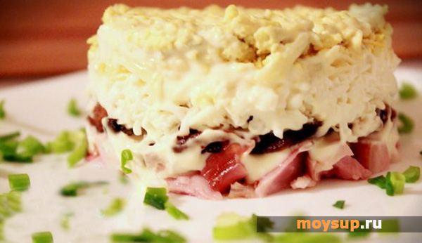 Салат с копченой курицей и плавленым сыром «Невеста»