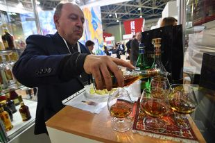 Сколько теперь в России будут стоить водка и коньяк?
