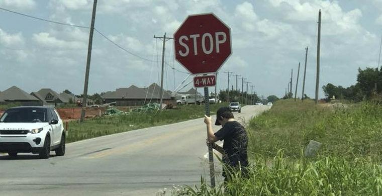 Молодой человек в течение часа спасал автомобилистов в Оклахоме