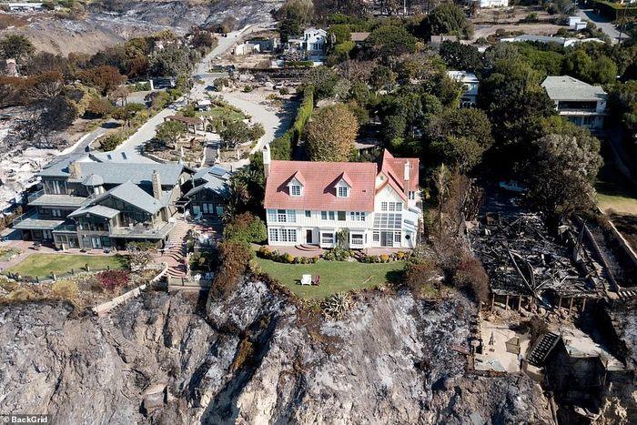 Дом этого актера совершенно не пострадал от пожаров в Калифорнии