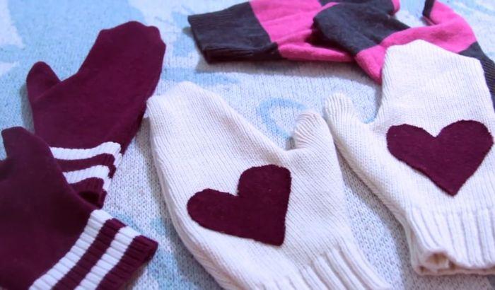 Очаровательные варежки из старого свитера