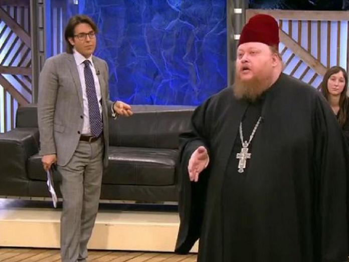 Священник, избивший бизнесмена, попал в полицию после шоу на программе «Пусть говорят»