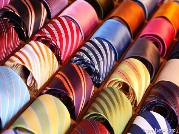 Учимся завязывать галстук модными узлами