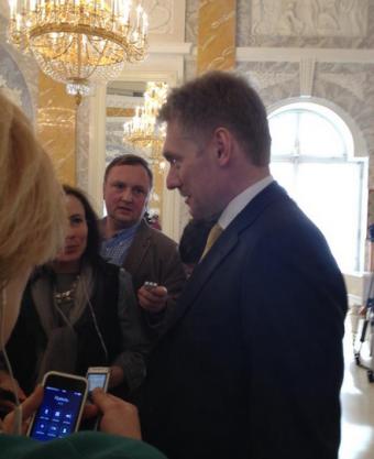 """Дмитрий Песков: """"Все увидели больного гриппом президента, захваченного генералами, вернувшегося с родов?"""""""