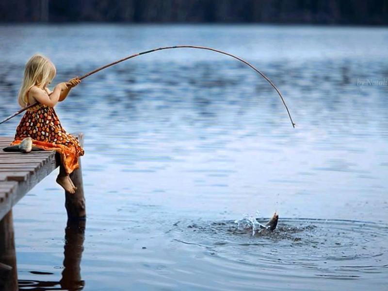 девочка рыболов