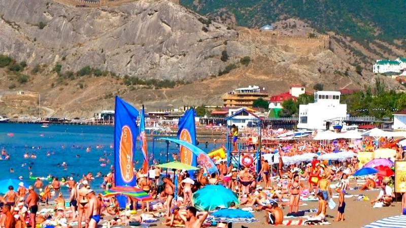 «Ведут себя дико»: Почему украинские граждане ринулись отдыхать в Крым