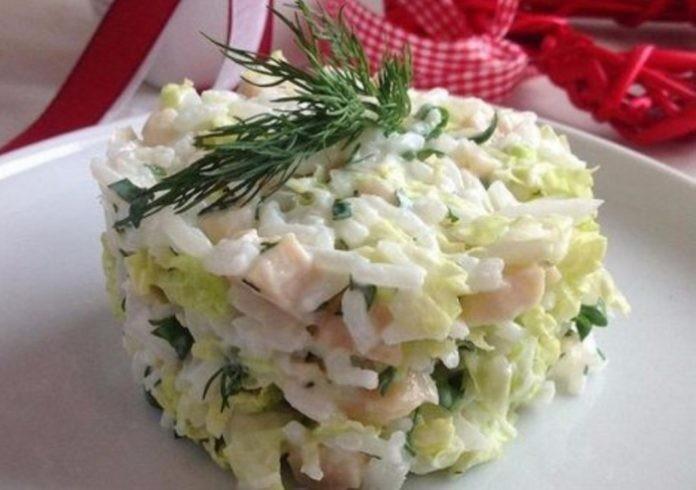 Салат с кальмаром и пекинской капустой  — блюдо №1 на моем столе.