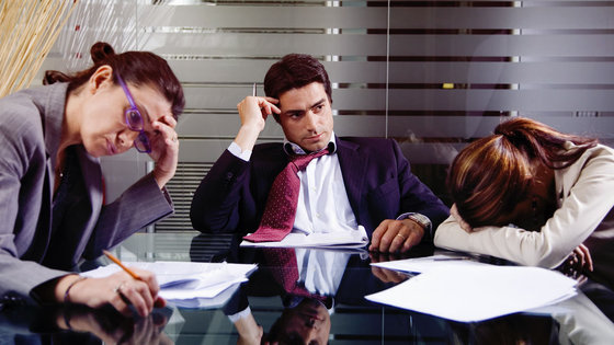Пустые нулевые: Тупые клерки в офисах, беднота с поддельным Louis Vuitton