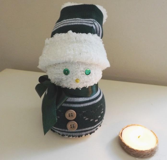 Милый снеговик изриса
