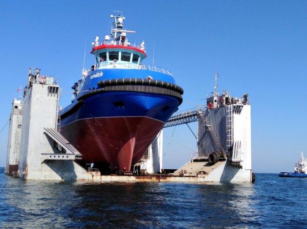 Судостроение РФ: инновационный ледокольный буксир «Юрибей» спущен на воду