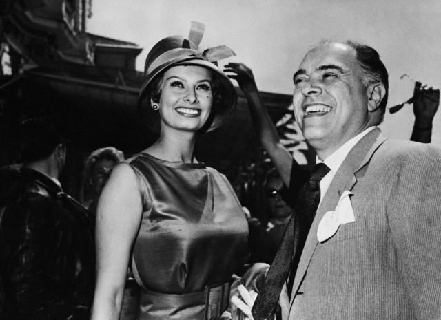 1959-Sophia Loren and husband Carlo Ponti (640x465, 72Kb)